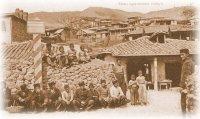 Местныя татары у своего дома